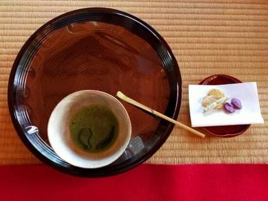 Expérience the tea ceremony, it's a must.