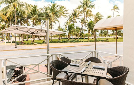 Outdoor Dining at LT Steak & Seafood