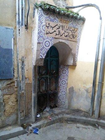 Detalhes ao longo das vias da medina.