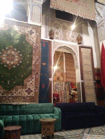 Loja de tapetes Aux Merveilles du Tapis Berber carpet sales.