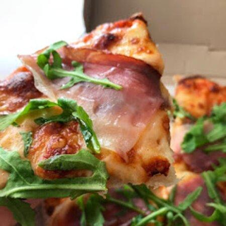 Deliciosa pizza de Prosciutto y Arugula