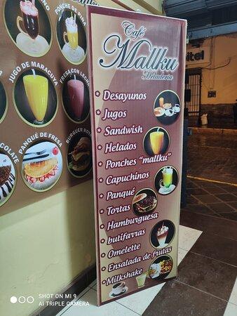 En la entrada esta el listado general de comidas que ofrecen.