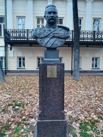 Аллея полководцев, Музей Военной Формы.