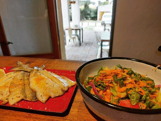 Pejerrey y su ensalada. Pejerrey local y fresco + ensalada del día.