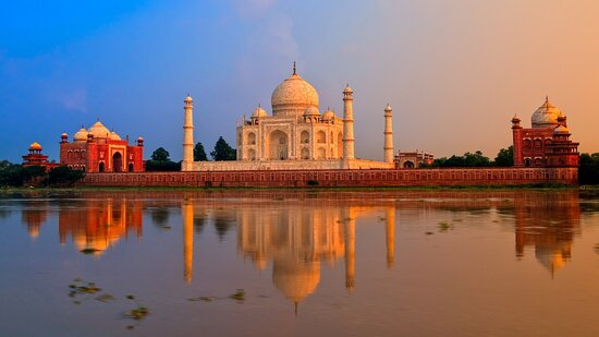Agra, Ấn Độ: This tour offers an amazing trip of covering all the major attractions of Jaipur in a single day. You will be facilitated with the air-conditioned car in which we will take you to this pink city of India. Below given are the arrangements we have made for the journey