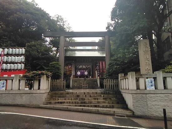 門前から拝殿。