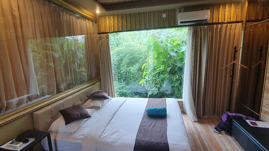 Nice room and friendly staff.Good price for 1month with bonus laundry 1time a week,cleaning and we can use kitchen.