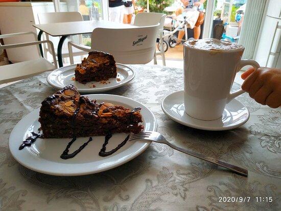 Shocolad almond cake