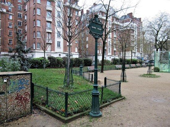 Square Réjane