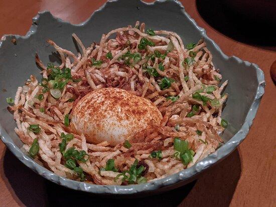 半熟蛋配炸馬鈴薯絲