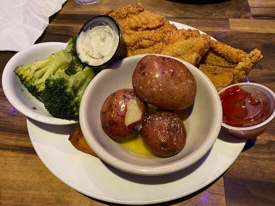 Fried Catfish, red potatoes, broccoli and a few of the amazing hush puppies!