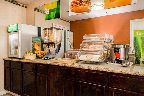 Lathrop, كاليفورنيا: Breakfast area