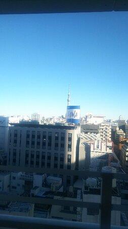 11Fのルーフテラスからの眺望。スカイツリーが残念ながらビルの看板で隠れてる(>_<)