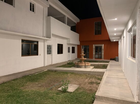 Huichapan, Mexico: Patio central por la noche.