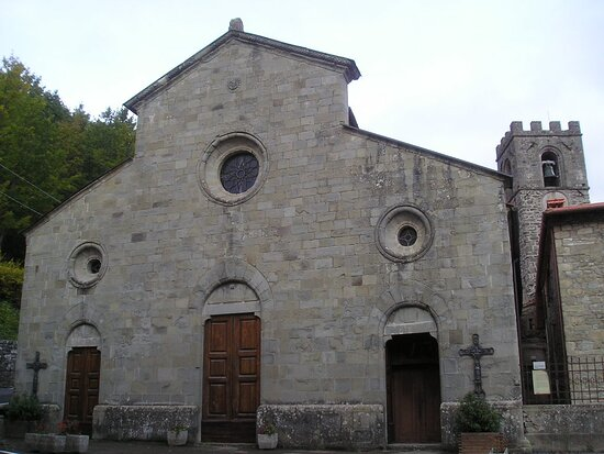 Montemignaio, Italie : vista facciata e campanile