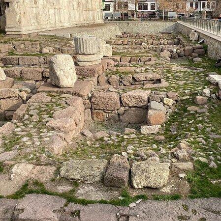 Augustus Tapınağı