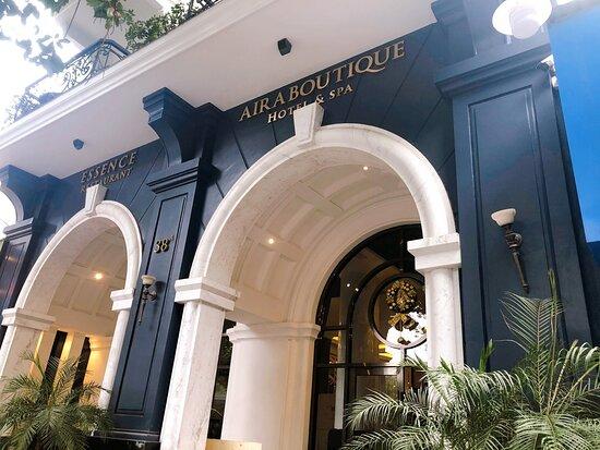 The hotel & restaurant facade