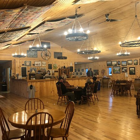 Etlan, VA: Blue Quartz is a nice place up near the blue ridge. A boutique winery(my favorite type) good wine and scenic views...along with Down home service.