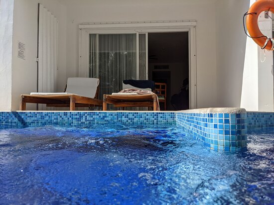 This is the view from the swim up pool of our room.  This pool is only accessible by guests in swim up rooms.