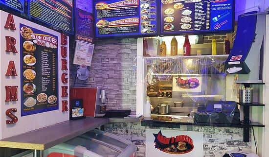 Arams burger, interiör