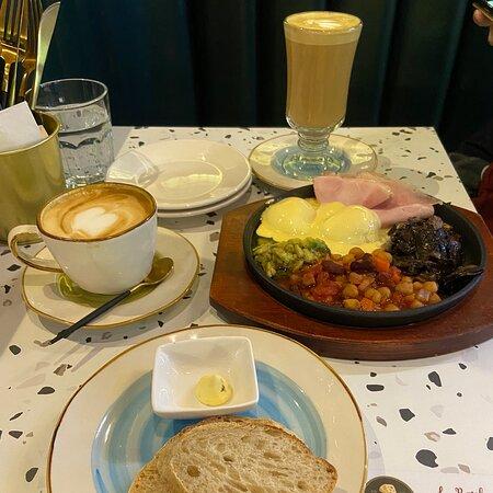 Moc quan vietnamese, Dutch colony cafe and La Pasteleria  at UE square