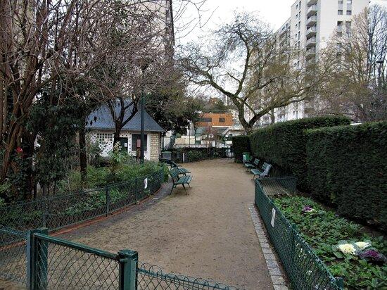 Square de Notre Dame de la Croix