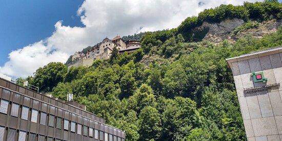 Il castello visto dal centro sottostante di Vaduz