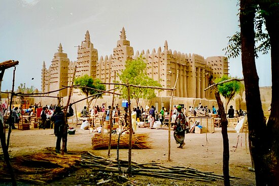 Djenne, Malí: We arrived in the City the day before market and we're able to watch preparations for the event.  Fascinating.