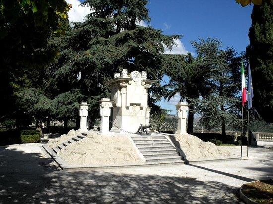 Ragusa, Italy: Monumento ai Caduti