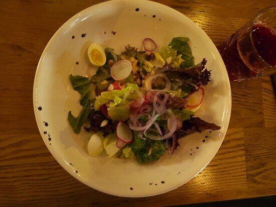 Салат с копченым палтусом