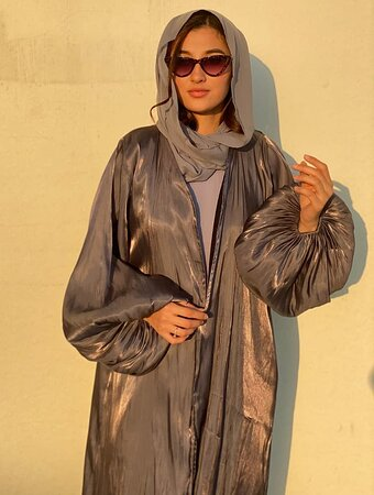 Dubai, Các Tiểu vương quốc Ả Rập Thống nhất: Check out newly added abaya in our collection - Grey Abaya which is instantly noticeable when looking at these eye-catching abaya designs. Update your collection with this abaya for women and it has soft  & breathable fabric. It will give you a very elegant and sophisticated look. This is one of the latest abaya designs. Available in all sizes. Order Your designer abaya now: https://www.moistreet.com/shop/islamic-clothing/abaya-clothing/grey-abaya/