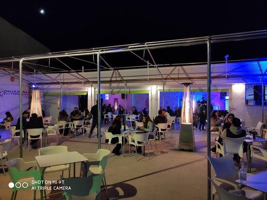 Motilla del Palancar, Španělsko: Terraza con Medidas covid-19 Fase 3 solo terrazas Diciembre 2020