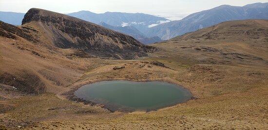 Laguna verde, ubicada a casi los 4000 m snm. Paseo guiado con Identidad en, con dos opciones para realizarlo: 4x4 (1 día de duración) o caminata (3 días de duración). Contáctese con nosotros al correo/whatsapp: awawaagda@gmail.com/+54 9 387 6840496.