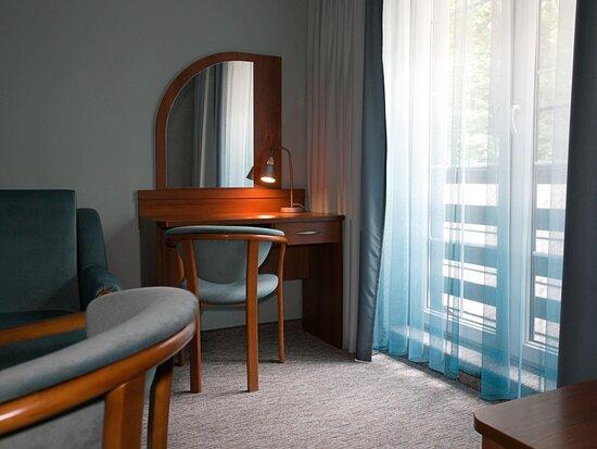 Hotel Walcerek - pokój de lux - dodatkowe pomieszczenie z rozkładaną sofą