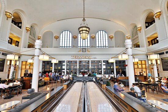 A destination for locals and visitors alike, the Great Hall of Union Station is a breathtaking space complete with a variety of restaurants and retail shops.