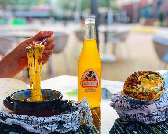 Queso Fundido, Burrito y Jarrito de Mango !!