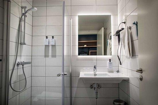 Scandic Glostrup Standard bathroom