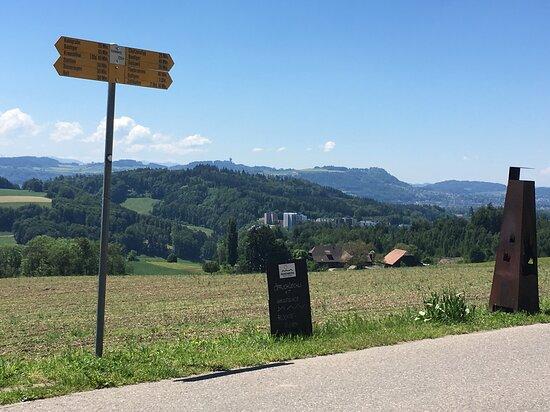 Stettlen, Schweiz: Beim Restaurant