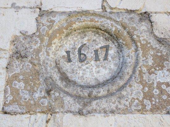 Date above the door 1617