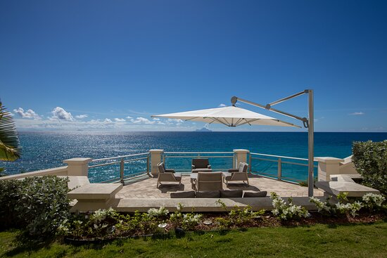 Terrace deck sitting area with view on the Caribbean sea