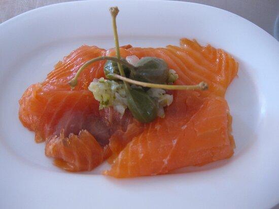 salmone affumicato con lo zucchero di canna,al profumo di agrumi.