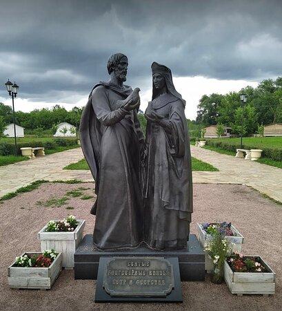 Monument to Saint Blagovernyye Petr and Fevroniya