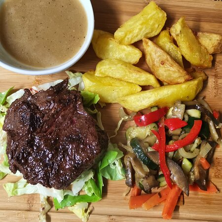Steak with vegetables, potatoes and gravy