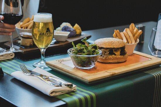 Plan Les Ouates, Suisse : Burger de Boeuf et bière Calvinus