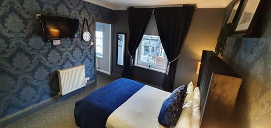 Double Superior Room, Keyless Access Covid secure, Google Assistant, Free WiFi, Safe, USB socket, Complimentary Beverages, Free Breakfast, Free Parking