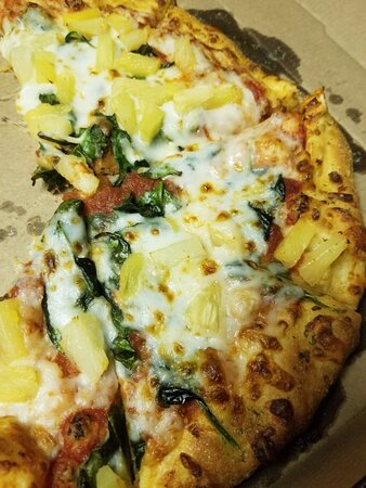 Imperial, MO: Spinach and pineapple pizza