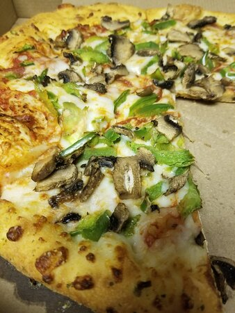 Imperial, MO: Mushroom and green pepper pizza