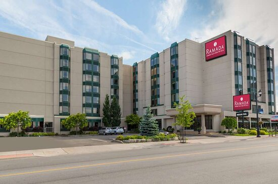 Ramada by Wyndham Niagara Falls Near the Falls
