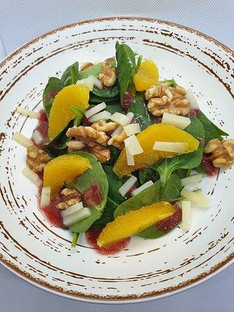 Ensalada de espinacas con vinagreta de fresas