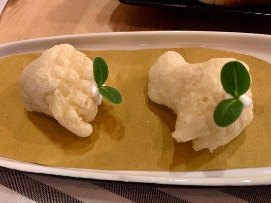 F1sh Restaurant - PIATTI - Due Entrée offerte: Gnocco fritto con Pilpil (latte di merluzzo) e cestino salato di battuta di tonno con salsa pilpil, entrambi piacevoli!